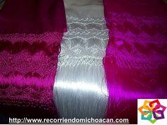 Michoacán mágico te dice que si estas en Jiquilpan y sientes ganas de salir a comprar artesanías puedes encontrar hermosos rebozos de seda, gabanes de lana y huaraches y sombreros de palma, ya que aquí los artesanos ponen empeño y amor al fabricar estos artículos. HOTEL CABAÑAS ERENDIRA http://erendiralosazufres.com/