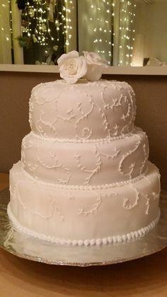 wedding cake with sugar roses