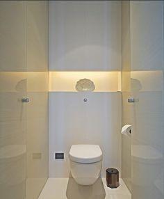 contemporary cloakroom (powder room) in pure white with fabulous lighting – Puli Hotel Shanghai / Dekozilla Bathroom Spa, Bathroom Toilets, Bathroom Interior, Modern Bathroom, Small Bathroom, Bathroom Lighting, White Bathroom, Small Toilet Room, Guest Toilet
