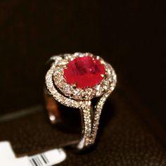Crivelli anello in oro con rubino e diamanti #Crivelli #anelli #rubino #logliscigioiellu