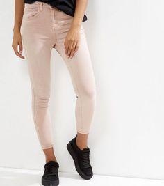 http://www.newlook.com/fr/femme/vetements/jeans/petite---jean-skinny-rose-pâle/p/503193372