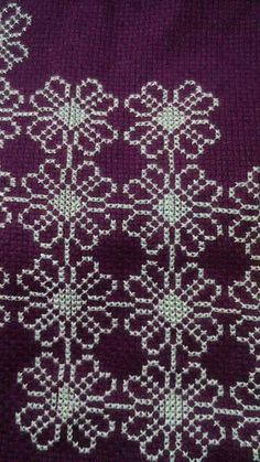 Creative Embroidery, Prayer Rug, Cross Stitch Flowers, Lassi, Quilts, Cross Stitch Embroidery, Hardanger, Black And White, Dots