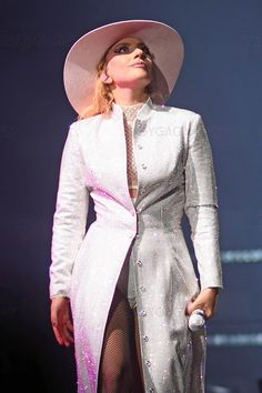 Kiss from a Rose: Joanne World Tour