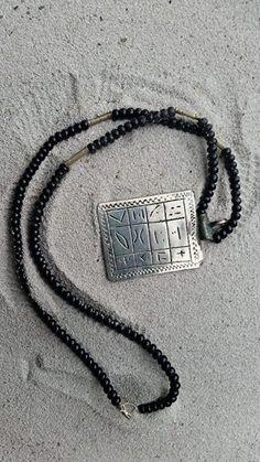 Zilver en onyx touareg zeldzaam beschermings amulet met touareg Schrift
