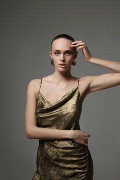 xmas Glamour GIRL #fashion #dress #girl #editorial #face Dress Girl, Girl Fashion, Editorial, Xmas, Glamour, Face, Dresses, Women's Work Fashion, Vestidos