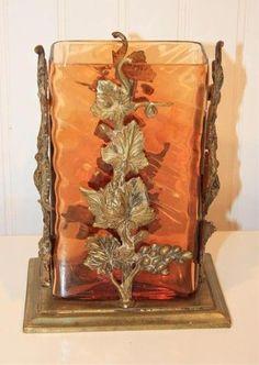 Váza * amber sklo, zdobené bronzovými listy.