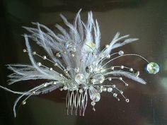 Tocado con cristal y plumas