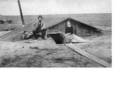 Pioneer life - Dug out house Pioneer Day, Pioneer Life, Old Pictures, Old Photos, Time Pictures, Rare Photos, Us History, American History, Historical Sites