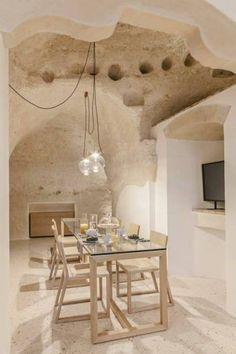 La Dimora di Metello, a hotel in Matera, Italy, combines historic cave-dwellings with contemporary design. The grotto style features walls made from tuff (a rock made from volcanic ash) and plaster to compliment the existing texture of the cave walls. Interior Design Kitchen, Modern Interior Design, Interior And Exterior, Modern Decor, Architecture Design, Sustainable Architecture, Beautiful Hotels, Bungalows, Contemporary Interior