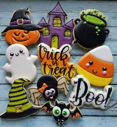 cookies Bat or Halloween Bat Cookie Cutter or Fondant Cutter and Clay Cutter Fall Cookies, Iced Cookies, Cute Cookies, Royal Icing Cookies, Cookies Et Biscuits, Holiday Cookies, Sugar Cookie Icing, Thanksgiving Cookies, Halloween Cookies Decorated