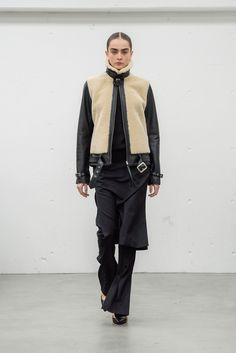 See the complete Hyke Tokyo Fall 2017 collection.