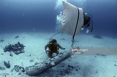 Lifting a cannon during the recovery of the shipwreck 'Las Maravillas' sunk in 1658 - Bahamas.