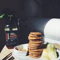 Best lowcarb pancakes ever  estou a morrer com isto: levaram cenoura whey de chocolate e amendoim da @mws.pt despertar do Buda da @mws.pt e farinha de côco  #proteinpancakes #pancakeporn #sundaypancakes #inesgetshealthy #amelhorversãodenós #maispertoqueontem #fitnotskinny #fitnessportugal #fitnesssavemylife #fitgirlslookgoodnaked #carbsforabs #sagafitpt  #eatofit #desafiodiasfit #gains #eatclean #girlswholift #fitgirl #eattogrow #fitlife  ( # @inesgetshealthy)
