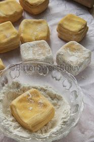 BitterSweetSpicy: Indian Curry Puff a.a Karipap Bai. Indian Dessert Recipes, Indian Snacks, Desert Recipes, Indian Breads, Savory Snacks, Snack Recipes, Curry Puff Recipe, Puff And Pie, Malaysian Dessert