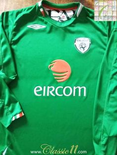 Relive Republic of Ireland's 2006/2007 international season with this original Umbro home long sleeve football shirt.