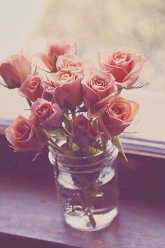 Nicolas a achète ses fleurs pour l'anniversaire de sa maman. Nicolas les achète avec Alceste.