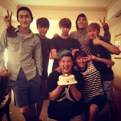 Super Junior celebrate Shindong's birthday! Love these guys and Siwon in a beanie.