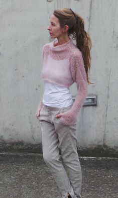 pink sweater / Soft pink cropped sweater / kid mohair by ileaiye,