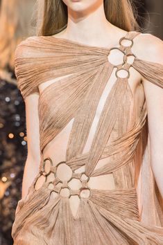 Detail at Roberto Cavalli Spring 2016 Ready to Wear, Milan Fashion Week. - Detail at Roberto Cavalli Spring 2016 Ready to Wear, Milan Fashion Week. Source by - # Style Haute Couture, Couture Mode, Couture Details, Fashion Details, Couture Fashion, Runway Fashion, High Fashion, Fashion Show, Fashion Design