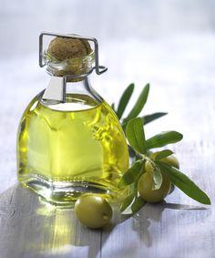 Olio extravergine di oliva - È ricco di composti fenolici che riducono l'attività infiammatoria di geni, coinvolti nello sviluppo del diabete mellito di tipo 2 e di diverse patologie cardiovascolari o metaboliche.