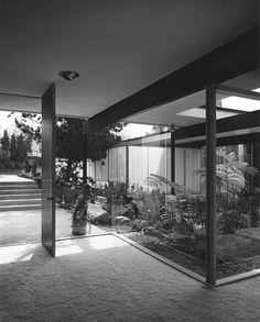 the richard neutra kronish house.