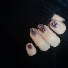 ❁⃘़•・ᴺᴱᵂ ᴺᴬᴵᴸ・•❁⃘़ ・ ・ ・ ネイルチェンジ ・ ・ ・ 青、グレー、黒をぺっぺっぺ。 そして白をポツポツ。 その上にリキュールネイルの小紫色を。 ちょこっとだけ薬指キラキラ。 最近似たデザインばっかりだけど、簡単でいい ・ ・ ・ #セルフネイル #セルフネイル部  #ショートネイル  #ショートネイル部 #ネイル #nail#nailart #キャンドゥ#ホイルネイル #ネイルホリック#リキュールネイル #anorinails #婆の萌え袖