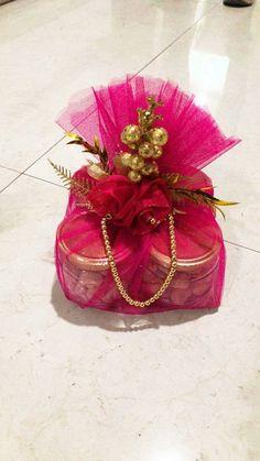Diwali Gift Box, Diwali Gift Hampers, Diwali Diy, Diwali Gifts, Bridal Gift Wrapping Ideas, Wedding Gift Baskets, Wedding Gift Boxes, Indian Wedding Gifts, Creative Wedding Gifts