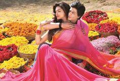 Bollywood actress Deepika Padukone latest sari stills in ' Chennai Express' movie. Bollywood Couples, Bollywood Photos, Bollywood Actors, Bollywood Fashion, Bollywood Outfits, Bollywood Celebrities, Deepika Padukone Saree, Deepika Padukone Latest, Aishwarya Rai