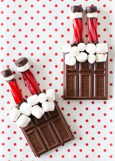 christmas treats Santa (stuck in the chimney) HERSHEY bars -such a cute and easy Christmas treat! Homemade Christmas Treats, Christmas Desserts Easy, Christmas Snacks, Christmas Cooking, Christmas Goodies, Christmas Candy, Holiday Treats, Simple Christmas, Kids Christmas