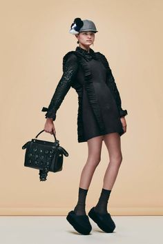 Fendi Pre-Fall 2016 Collection Photos - Vogue