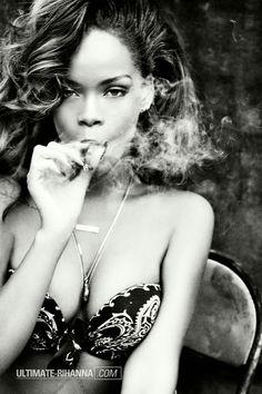 smoke in beauty eyes Cigars And Women, Women Smoking Cigars, Smoking Ladies, Cigar Smoking, Girl Smoking, Good Cigars, Cigars And Whiskey, Cuban Cigars, Brust Tattoo