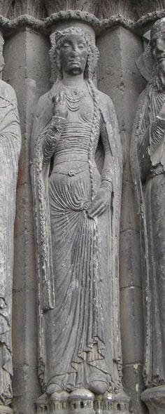 - Angers Cathedral - ref for hair and headdress, tight dress, girdle, etc. Angers_Cathedral_sculpture_at_west_door_TTaylor_bliaut. Medieval Wedding, Medieval Art, Statues, High Middle Ages, Portal, Carolingian, Renaissance, Medieval Costume, Medieval Dress