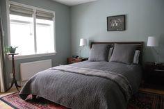Kleines Schlafzimmer Mit Queen Size Bett Für Angenehmen Design    Schlafzimmer
