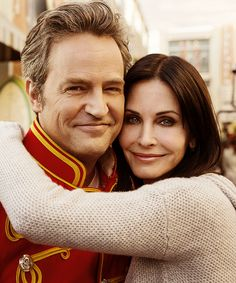 Matthew Perry and Courteney Cox reunite on the set of Cougar Town