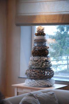 Leuke kerstkransenboom van van verschillende kransen gemaakt :-)