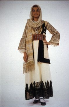 Boiotia Greek Traditional Dress, Traditional Outfits, Greek Art, Vintage Couture, Fringes, Bulgaria, Dance Costumes, Kansas, Beautiful People