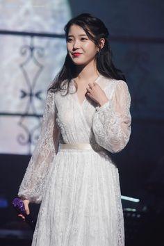 Iu Fashion, Korean Fashion, Fashion Outfits, Korean Girl, Asian Girl, Korean Celebrities, Girl Crushes, Kpop Girls, Stylish Outfits