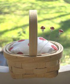 zakka life: How To Make a Basket Pincushion and cute little mushroom pins