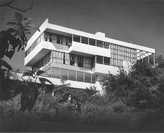 Lovell Health House in Los Angeles designed by Richard Neutra in 1928
