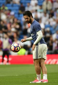 Real Madrid's midfielder Isco warms up before the Spanish league football match Real Madrid CF vs FC Barcelona at the Santiago Bernabeu stadium in Madrid on April 23, 2017. / AFP PHOTO / PIERRE-PHILIPPE MARCOU