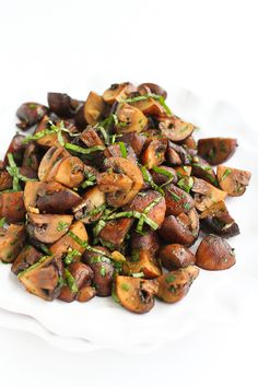 Lemon Basil Roasted Mushroom…Because it just doesn't get any better than golden brown, tender mushrooms! 89 calories and 2 Weight Watchers SmartPoints