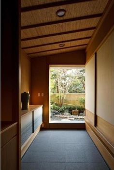 建築家:堀 紳一朗「小間・広間・立礼席  RC住宅の1階に和の空間」 House Design, Muji Home, Japanese Home Design, Minimalist House Design, Interior Architecture, House Styles, Contemporary House, Asian House, Modern Apartment