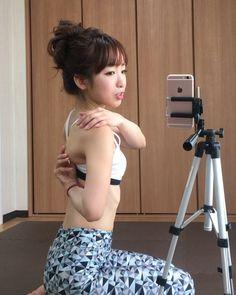 美容家のchinamiさんのInstagram動画が、美ボディに効く!と話題です。夏に向けて気になるお腹まわりや二の腕など、パーツごとの9つの簡単ストレッチをご紹介します。 Health Diet, Health Care, Health Fitness, Girl Short Hair, Workout Videos, Healthy Life, Short Hair Styles, Exercise, Photo And Video