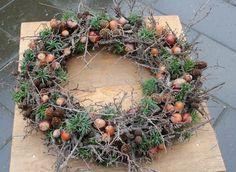 Woodland Christmas, Christmas Crafts, Christmas Decorations, Wreaths And Garlands, Xmas Wreaths, Deco Nature, Nature Decor, Natal Diy, Retro Halloween