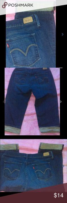 Levi's stretch Capri 515 dark wash jeans Capris Levi's stretch Capri 515 Ladies size 10 dark wash jeans Capris Levi's Jeans Ankle & Cropped