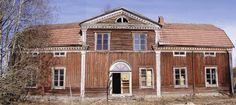 Lapuan kirkon hirsistä rakennettu pohjalaistalo Orrenmaan talo eli Varpulan - Soinin talo Kauhavalla (kuva 2003) Nykyisin Sipoon Talmassa kunnostettuna Varpula nimiseksi taloksi.