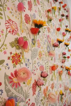 Real Flowers in front of a flower fabric. Fantastic decoration by happyhomeblog.de