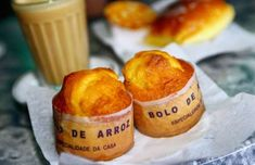 PORTUGAL: Una deliciosa comida matinal portuguesa consiste en café con un panecillo. World's Best Breakfasts - Oliver Strewe/Getty Images.