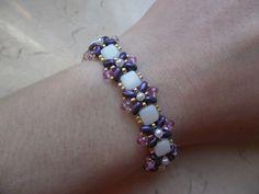 Bracciale Violetta, realizzato con superduo, tile, perle, cristalli e rocailles. Trovate qui il tutorial:  https://www.youtube.com/watch?v=xvSMJV6j_Hk #passioneperline #tile #superduo #bracciale #tutorial #beads #bijoux #handmade
