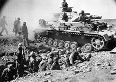 Afrika Korps at Mersa Matruh,Egypt *note thud short barreled Panzer III in the background - BFD Afrika Corps, North African Campaign, Ww2 Photos, Tank Destroyer, Armored Fighting Vehicle, Ww2 Tanks, World Of Tanks, German Army, Africa
